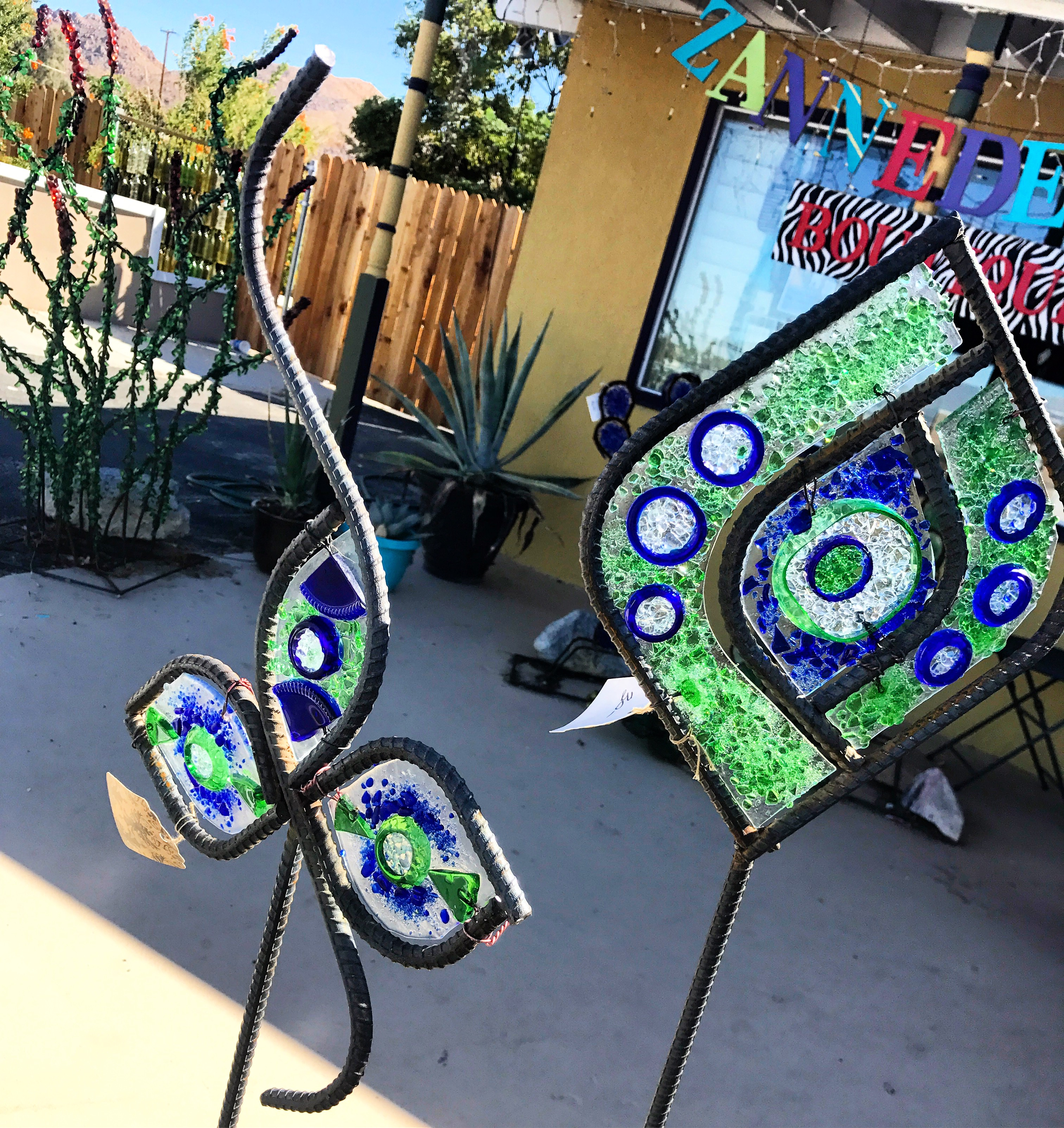Glass art from recycled bottles  | Zannedelions